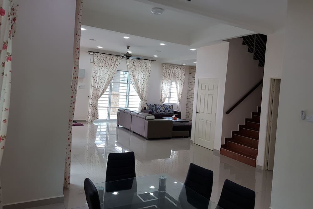 Family House, Multiple Beds, Non Smoking - Living Area