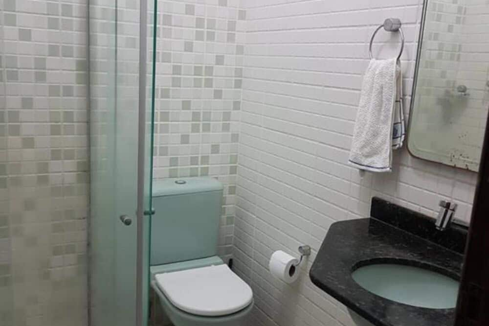 Family House, Multiple Beds, Accessible, Smoking - Bathroom