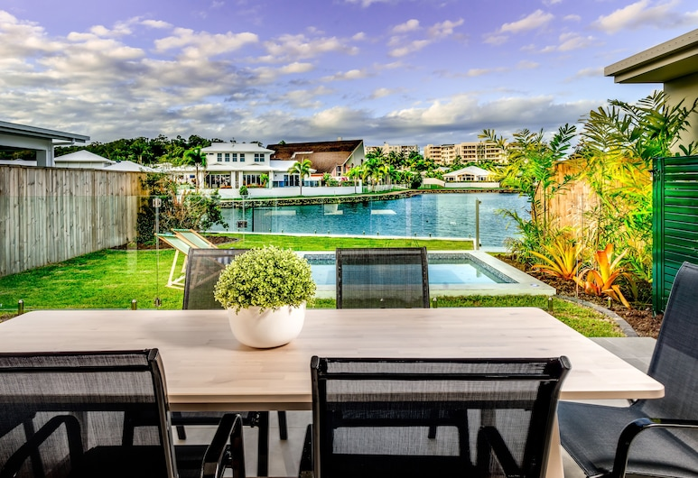 Blue Lagoon Villa A, Trinity Beach, Refeições no exterior