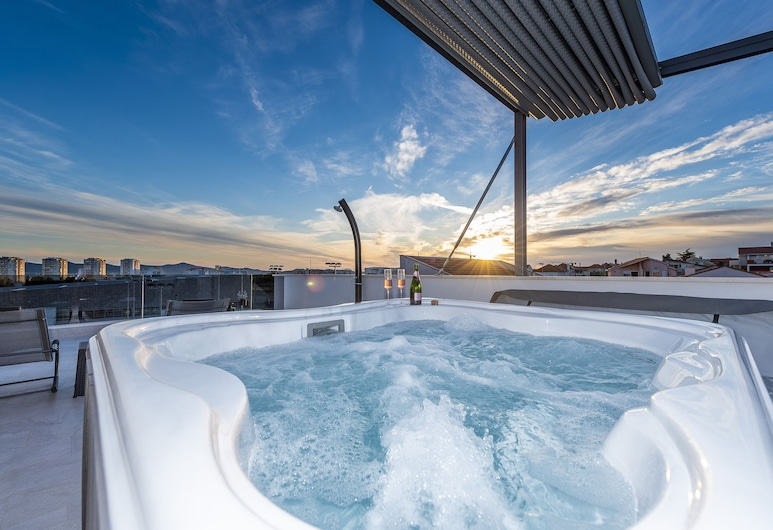 Luxury Majpruz Suites, Zadar, Outdoor Spa Tub