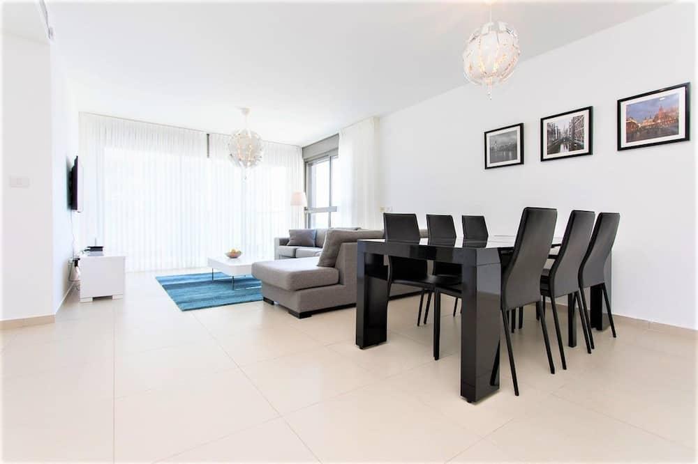 Design Apartment, 3 Bedrooms, Sea View - Living Area