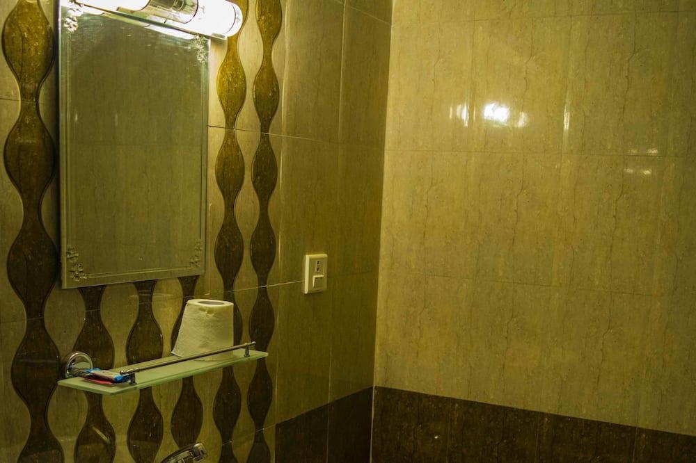 Basic-Doppel- oder -Zweibettzimmer, 2Einzelbetten, Raucher - Badezimmer