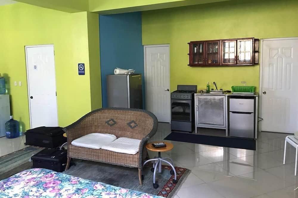 Comfort Studio, 2 Queen Beds, Non Smoking - Living Area