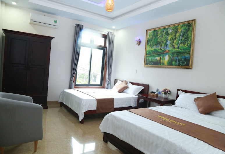 Green Valley Hotel, Bo Trach, Deluxe Family Room, Guest Room