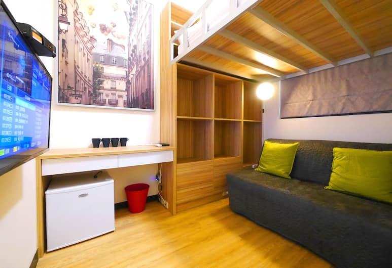 旅人三號 (一中館), 台中市, 舒適四人房, 1 張標準雙人床和 1 張沙發床, 非吸煙房, 客廳