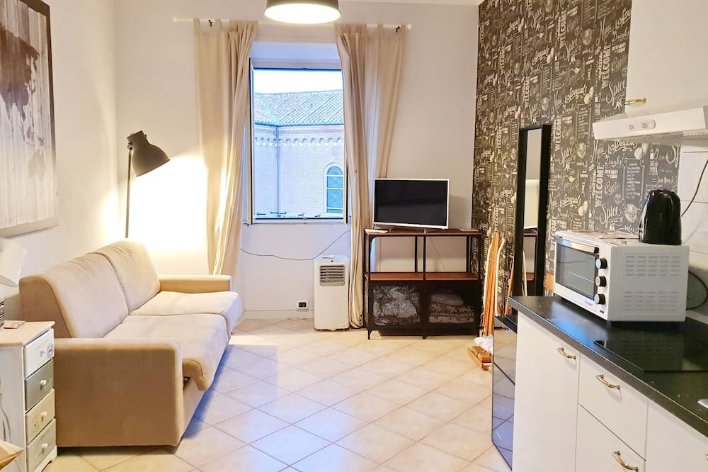 Family Double Room, City View - Living Area