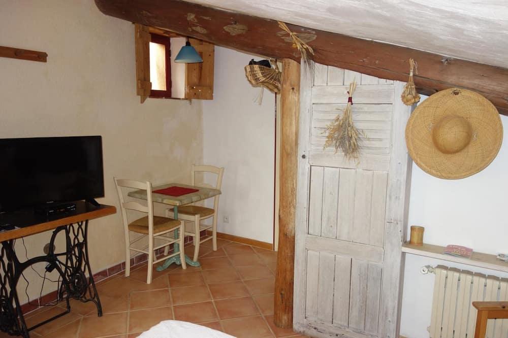 Stúdíóíbúð (La Mansarde) - Stofa
