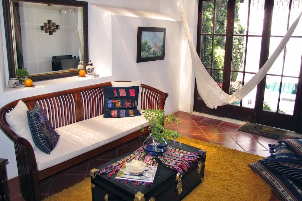 Dvivietis kambarys, 2 standartinės dvigulės lovos - Svetainė
