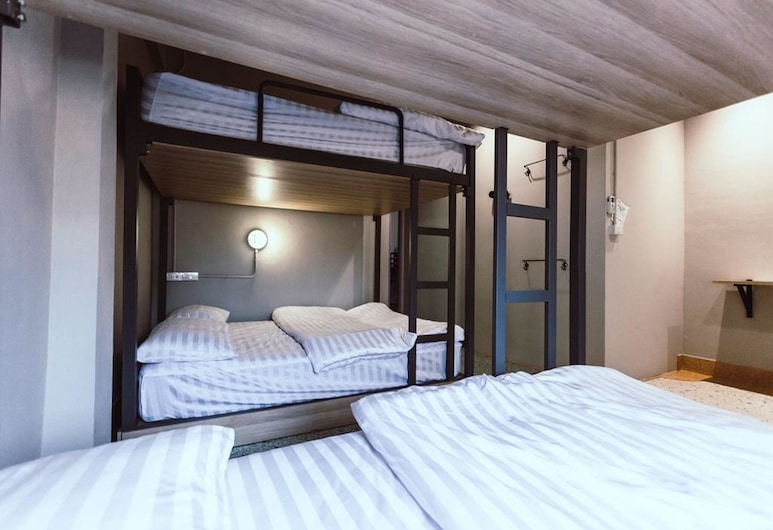 Merge Hostel, Bangkok, Family Room with Private Bathroom, Guest Room