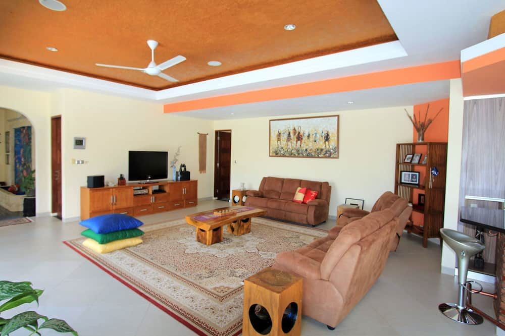 Deluxe Villa, 4 Bedrooms - Living Room