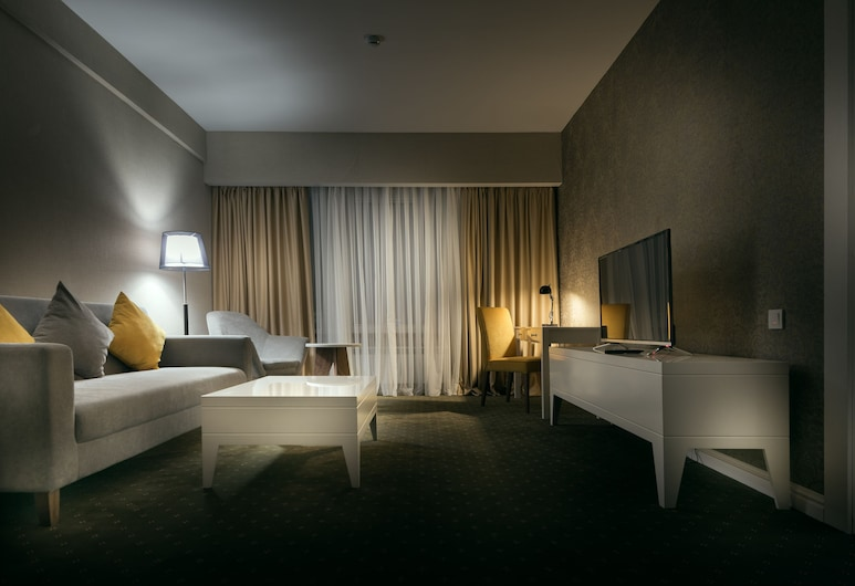 The Square Hotel, Nur-Sultan, Luxe suite, Kamer