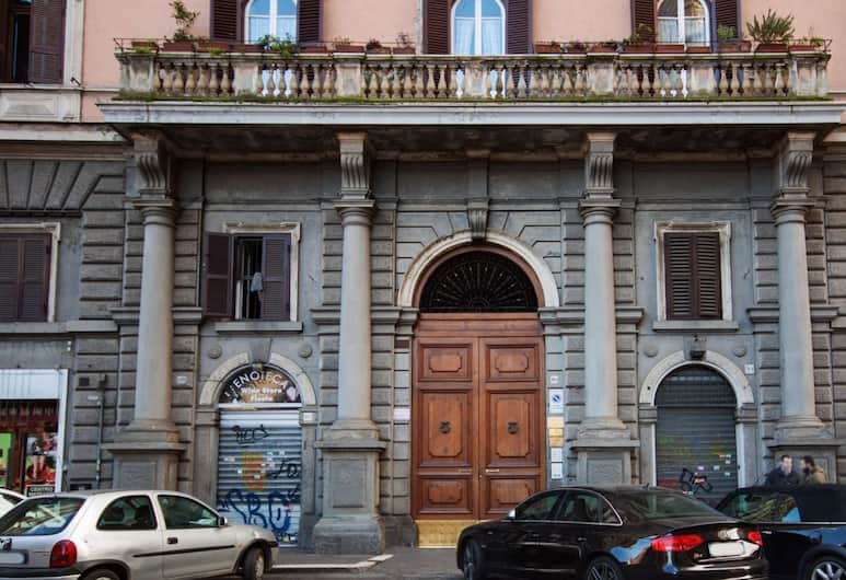 Home Gallery 101, Roma, Bagian Depan Hotel