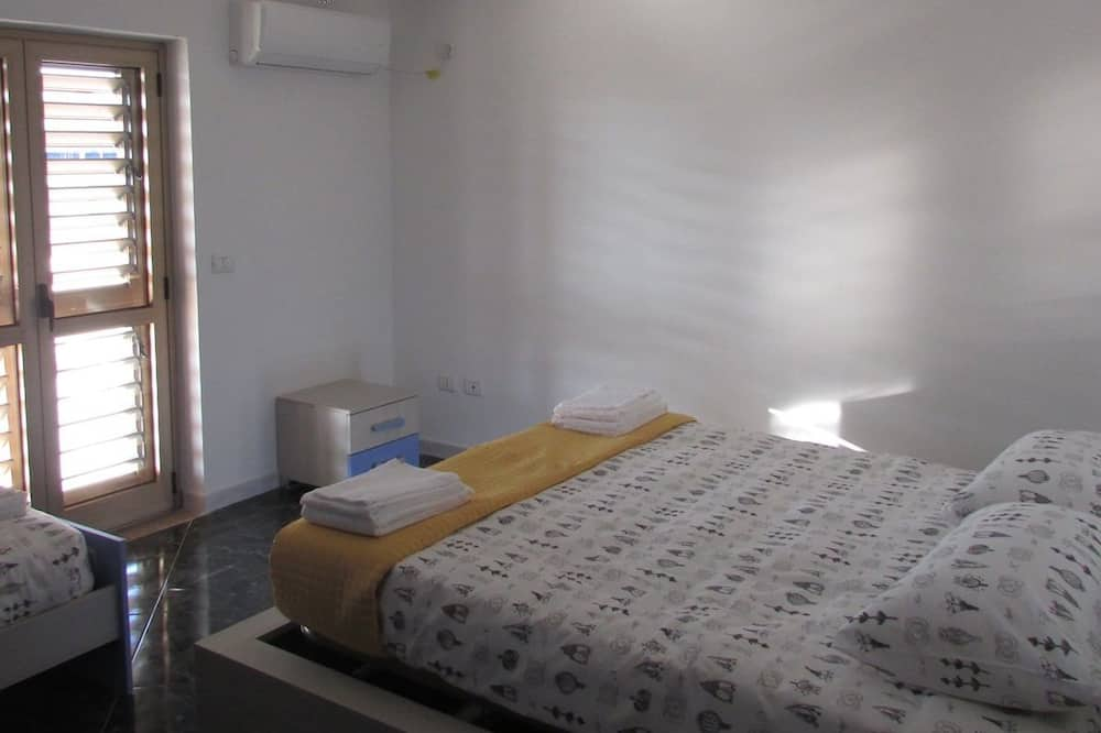 Trokrevetna soba, zajednička kupaonica - Soba za goste