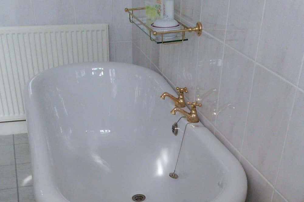 Luksusa ģimenes numurs - Dziļā vanna