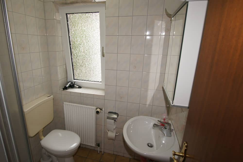 شقة - غرفة نوم واحدة - بشرفة - حمّام