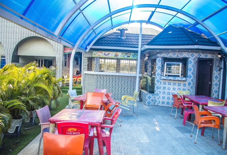 Tokyu Grand Hotel, Port Harcourt, Bar przy basenie