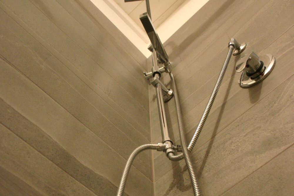 家庭客房 - 浴室淋浴