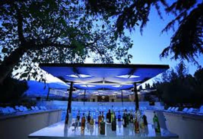 West Bekaa Country Club, West-Bekaa, Poolbar
