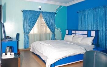 תמונה של Resdon Hotel and Suites בפורט הרקורט