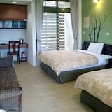 Comfort Quadruple Room, 2 Queen Beds, Non Smoking(Can accommodate 5 people with sea view) - Living Room