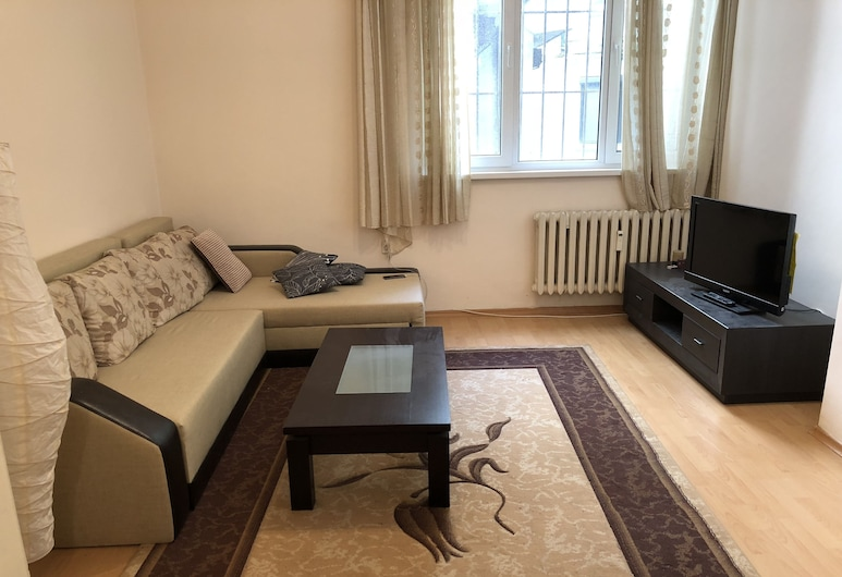 Top center on a quiet street, Sofia, Apartment, 2 Bedrooms, Non Smoking, Balcony, Living Room