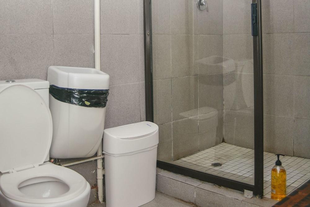 Dorm Room (6 Sleeper Female) - Bathroom Shower