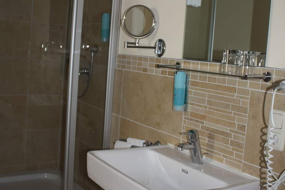 Double Room, 1 Queen Bed, Non Smoking - Bathroom