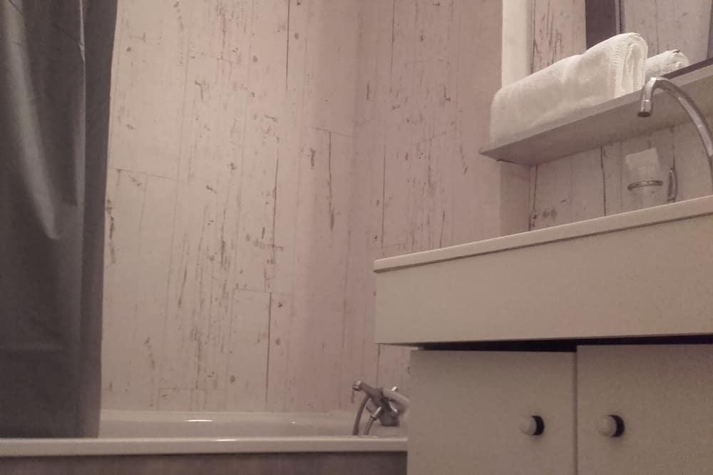 Трехместный номер, для некурящих - Ванная комната