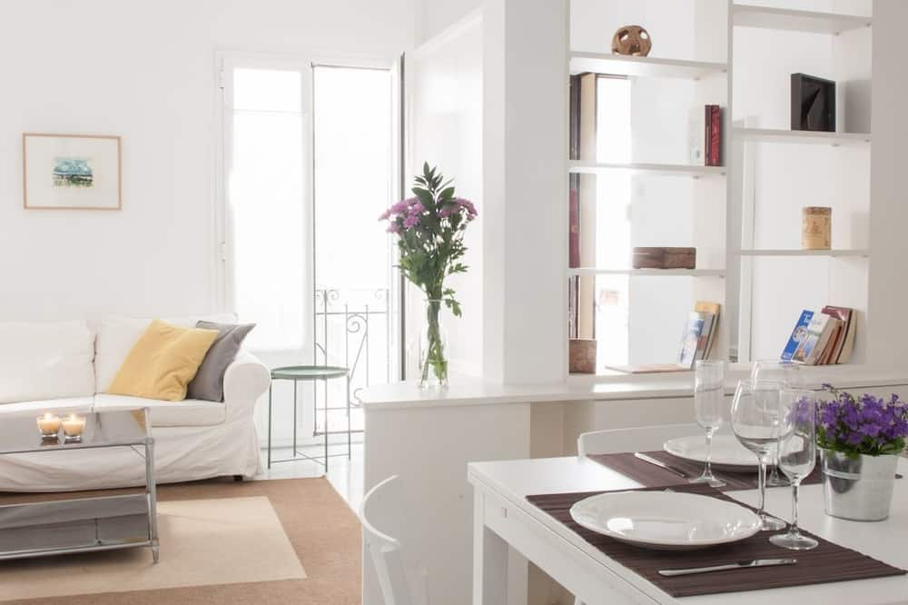 Apartment, 1 Bedroom, City View (3C) - In-Room Dining