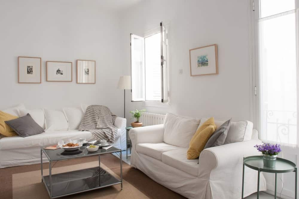 Apartment, 1 Bedroom, City View (3C) - Living Room