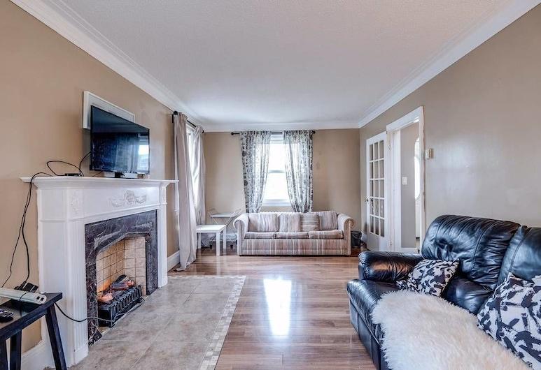 Convenient & Comfortable Manor, Hamilton