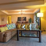 Premier Room, 2 Bedrooms, Ocean View (2 King Beds, With Living Area) - Living Area