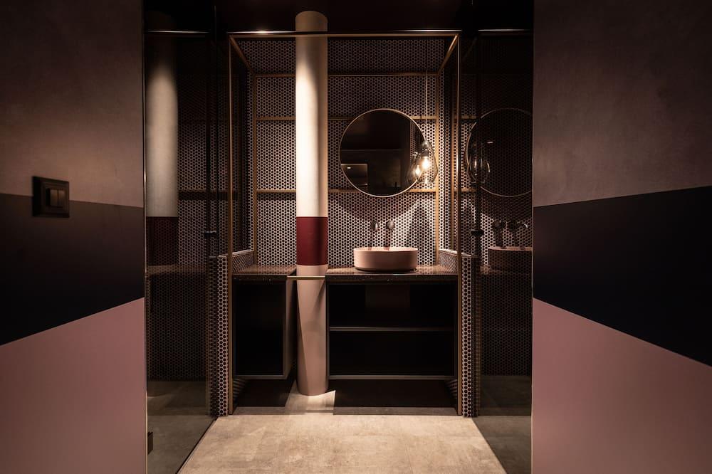 Suite, 1 Tempat Tidur Double, teras, pemandangan gunung - Kamar mandi