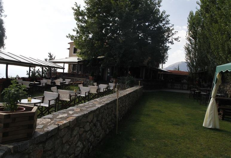 Mythoxenia, Sparta, Vườn