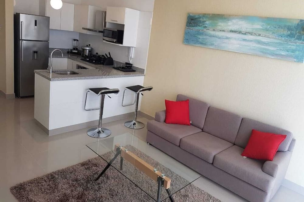 Deluxe Apartment, 1 Bedroom, Private Bathroom, Pool View - Living Area