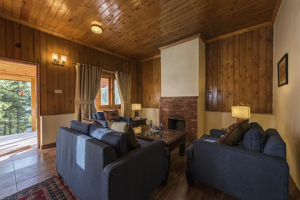 Luxury Small Cottage - Living Area