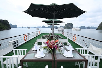 Enter your dates to get the Ha Long hotel deal