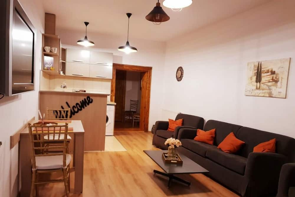 Deluxe Apartment, 1 Bedroom, Non Smoking, Balcony (Mitropoliei 4) - Living Room
