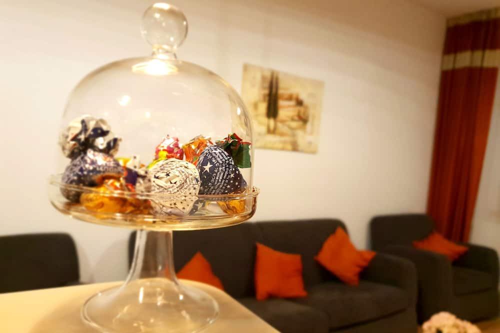 Deluxe Apartment, 1 Bedroom, Non Smoking, Balcony (Mitropoliei 4) - Living Area