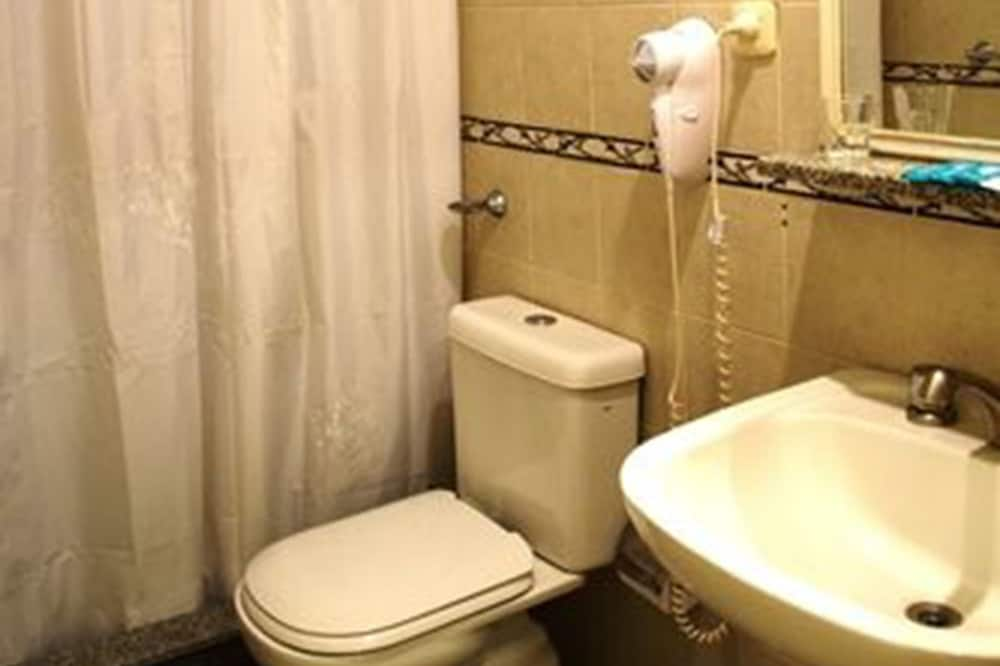 Standard Double or Twin Room, 1 Queen Bed, Non Smoking, Private Bathroom - Bathroom
