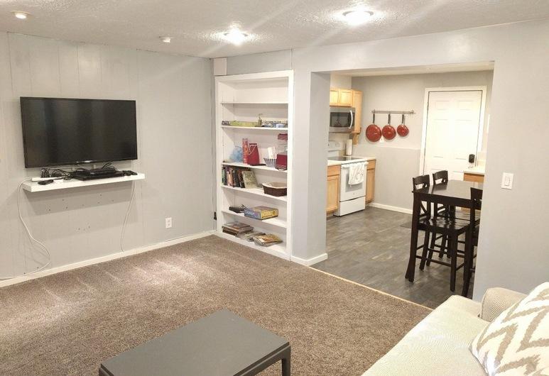 2 Bedroom Basement Apartment Quiet Neighborhood, Sandy, Room, Living Area