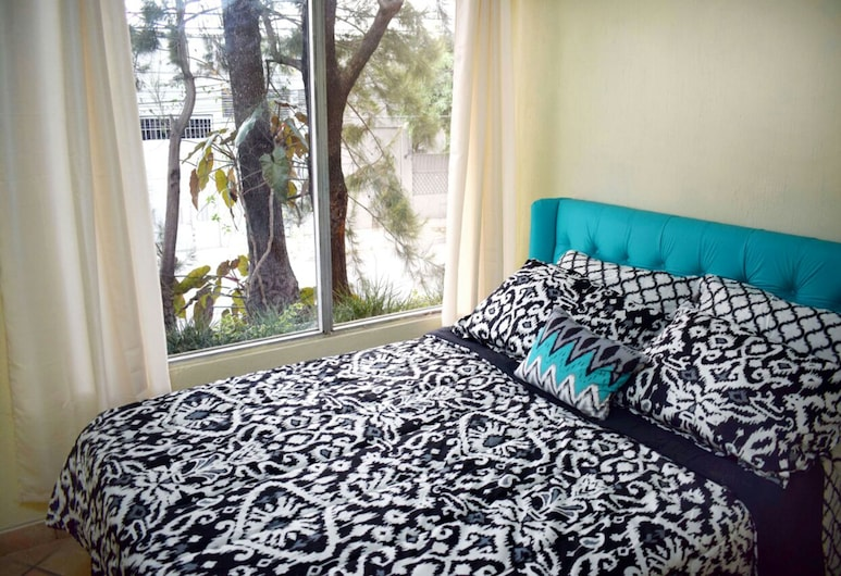Laguna Sky, Guatemala City, Standard Double Room, 1 Double Bed, Non Smoking, Shared Bathroom, Guest Room