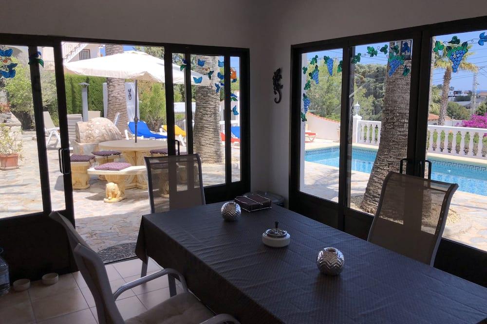 Comfort Villa, 3 Bedrooms, Private Pool, Sea View - Living Area