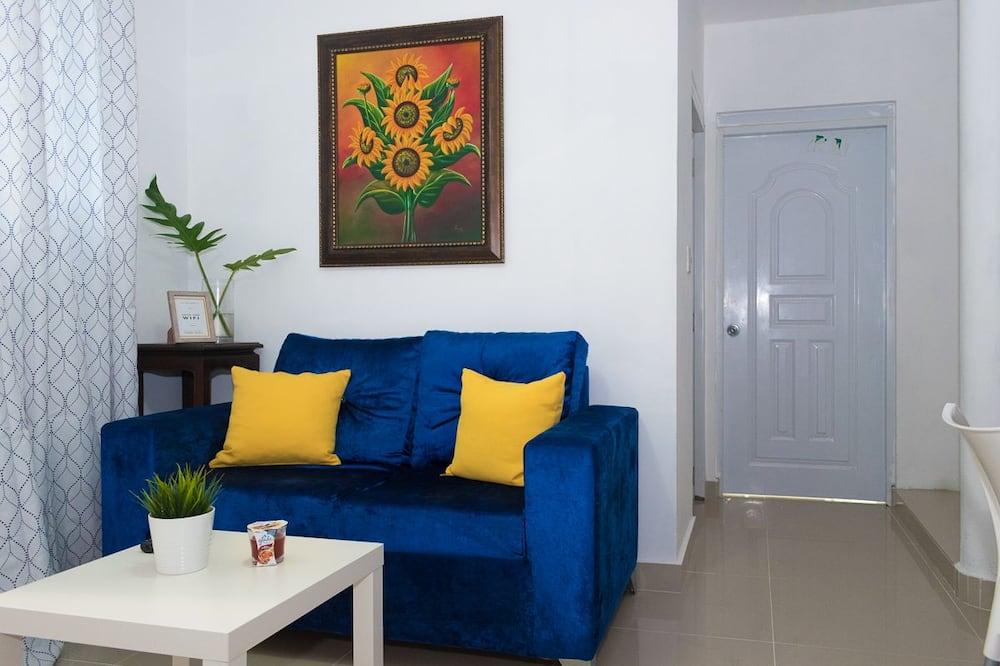 Deluxe Apartment, 1 Queen Bed, Non Smoking - Living Room