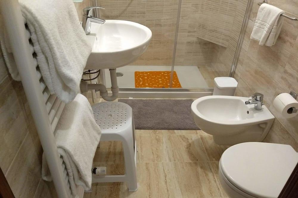 Classic Triple Room, 1 Queen Bed, Non Smoking - Bathroom