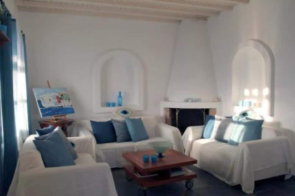 Comfort Villa, 3 Bedrooms - Living Room