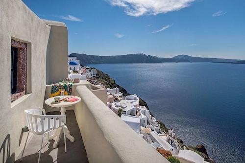 Aerie-Santorini/