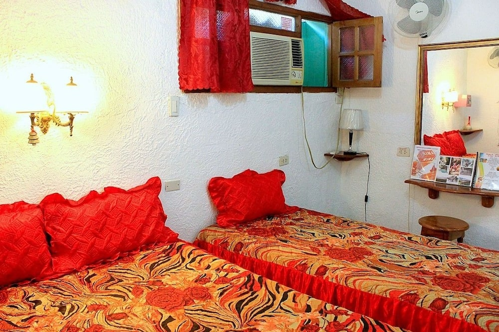 Basic Double or Twin Room, Multiple Beds, Accessible, Non Smoking - Guest Room