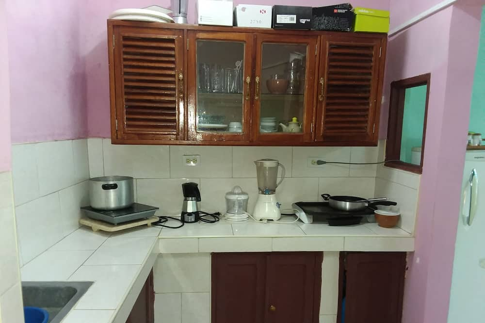 Standard Double Room, Multiple Beds, Non Smoking - Shared kitchen