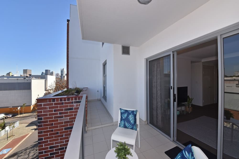 Апартаменты, 2 спальни, вид на город - Балкон